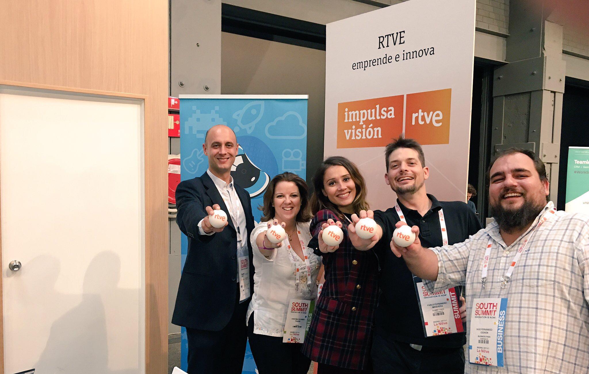 Equipo Pruébate Magazine (Marina Estacio, Cristina Álvarez Pagán) con Videona y RTVE