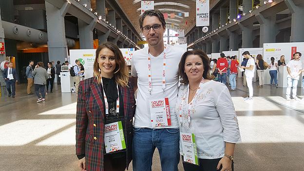 """Marina Estacio y Cristina Álvarez con Looek Peeters Founder - CEO de """"HumanSurge"""""""